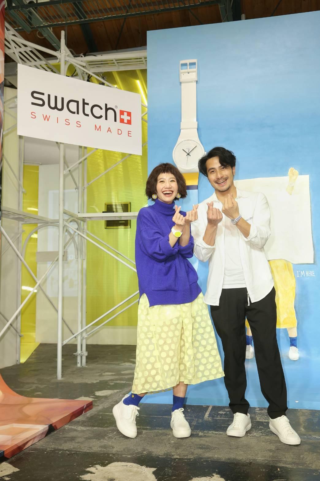 女星Lulu(左)與轉為藝術家自居的郭彥甫(右),一同為SWATCH創作巨型畫作...