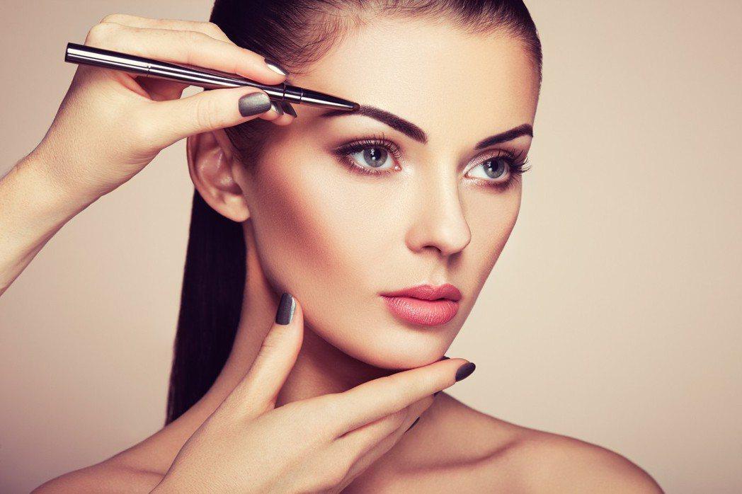 化粧品衛生管理條例修法後預計今年下半年上路,配合新法,食藥署預告「化粧品衛生安全...