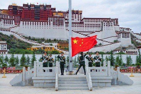血泊中的西藏:一國兩制的前生今世
