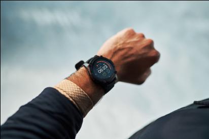 利用陽光和體熱供電,PowerWatch 2是全球第一款免充電的定位追蹤智慧手錶...