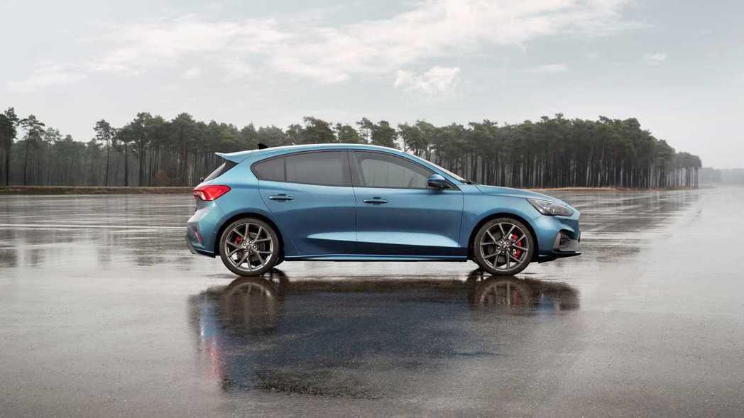 新世代Ford Focus ST EcoBoost車型,零百加速不用六秒就能搞定...