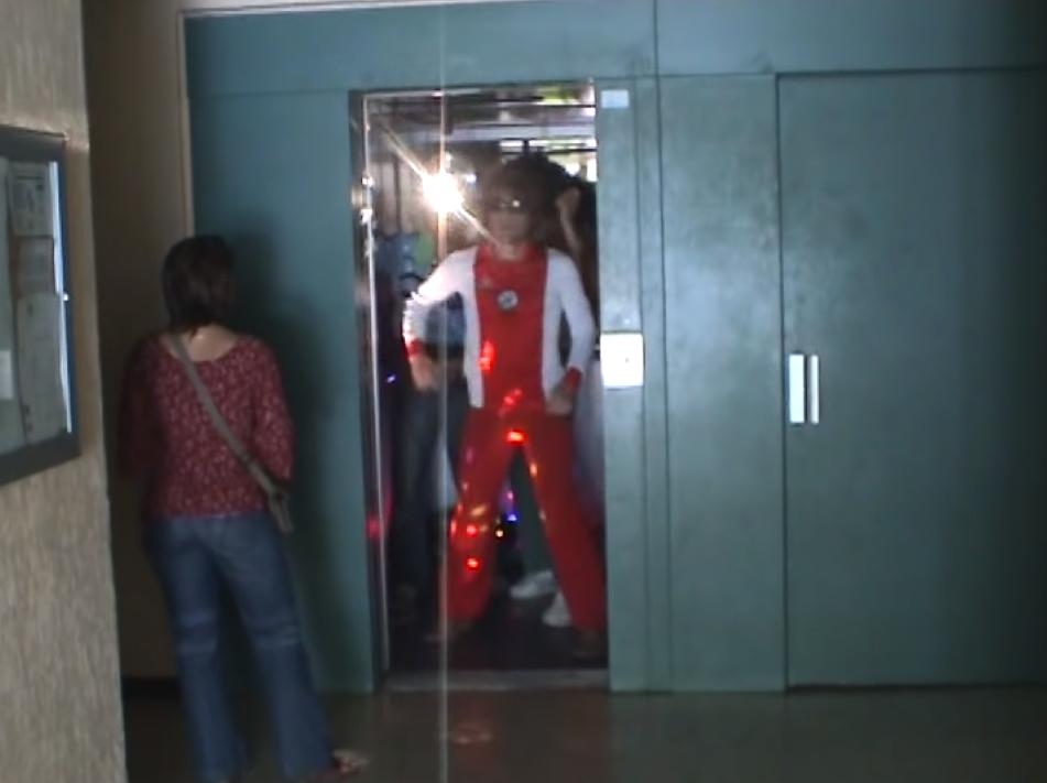 圖片來源/YouTube影片《DISCO ELEVATOR》截圖