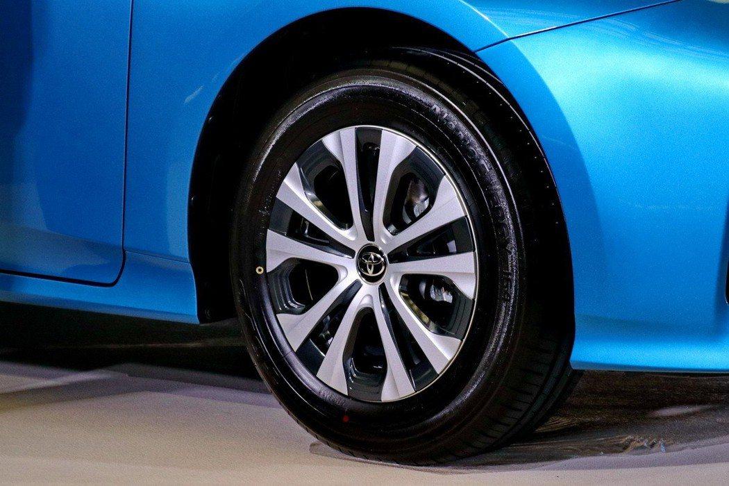 Toyota Prius換上全新輪圈。 記者陳威任/攝影