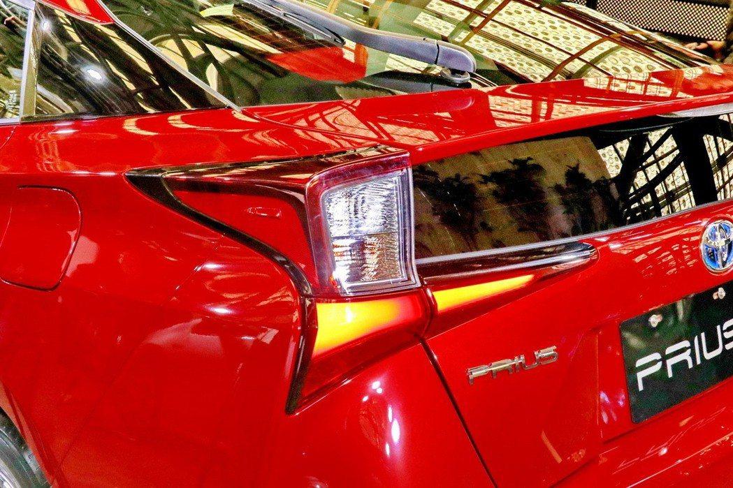 Toyota Prius全新尾燈設計。 記者陳威任/攝影