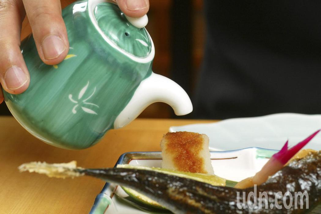 有研究發現,長期喝茶、吃魚,似乎能降低失智風險。聯合報系資料照