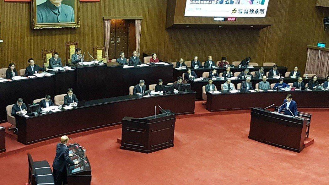 行政院長蘇貞昌立法院備詢表示,「核能發電事實已經不可能」;「核四重啟也是事實不可...