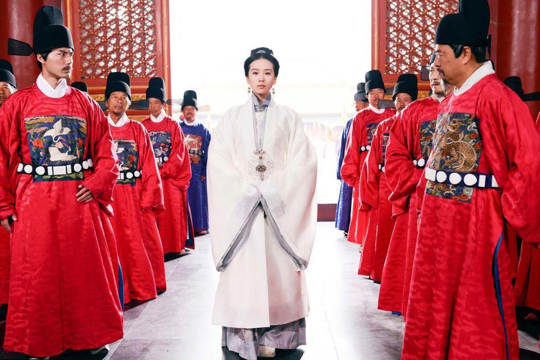 劉詩詩演出「女醫明妃傳」。圖/中天提供