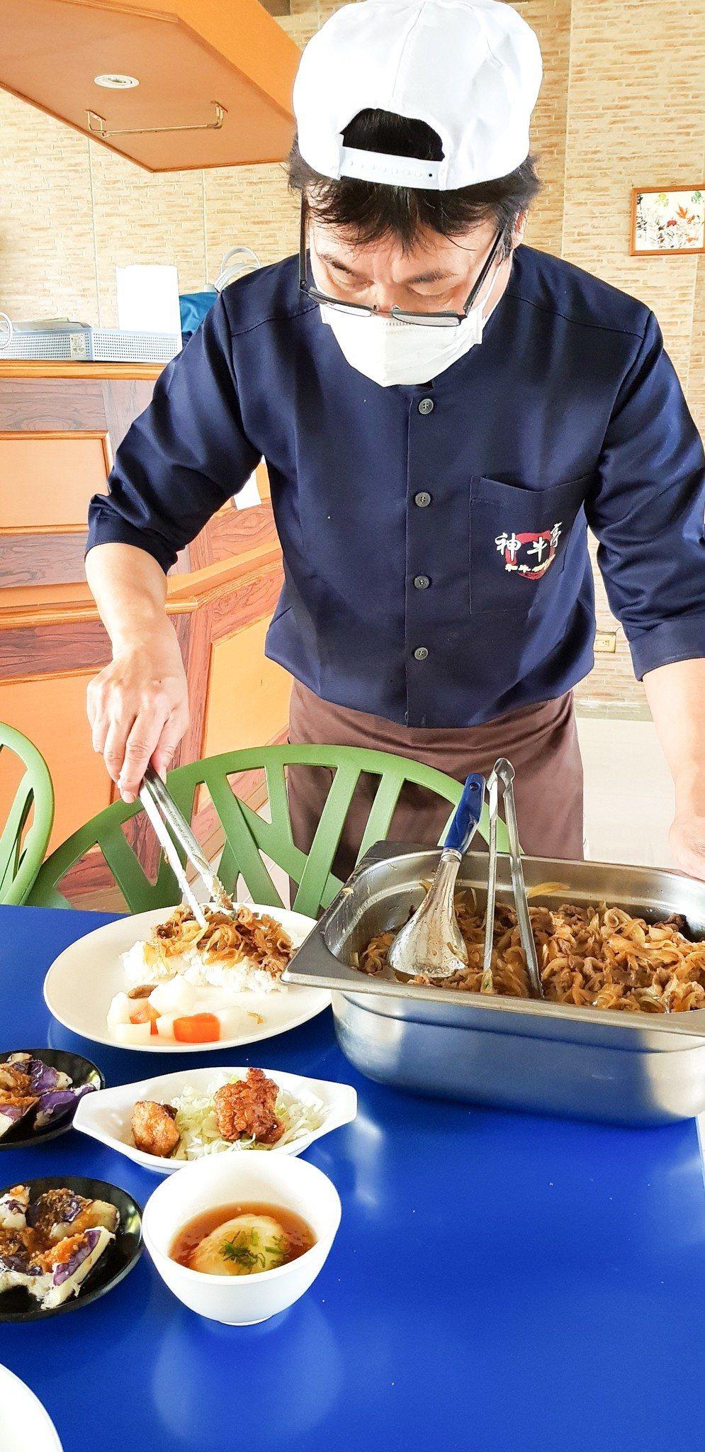 花蓮和牛燒肉餐廳,昨天為黎明向陽園身心障礙者義煮33份和牛套餐。圖/黎明機構提供