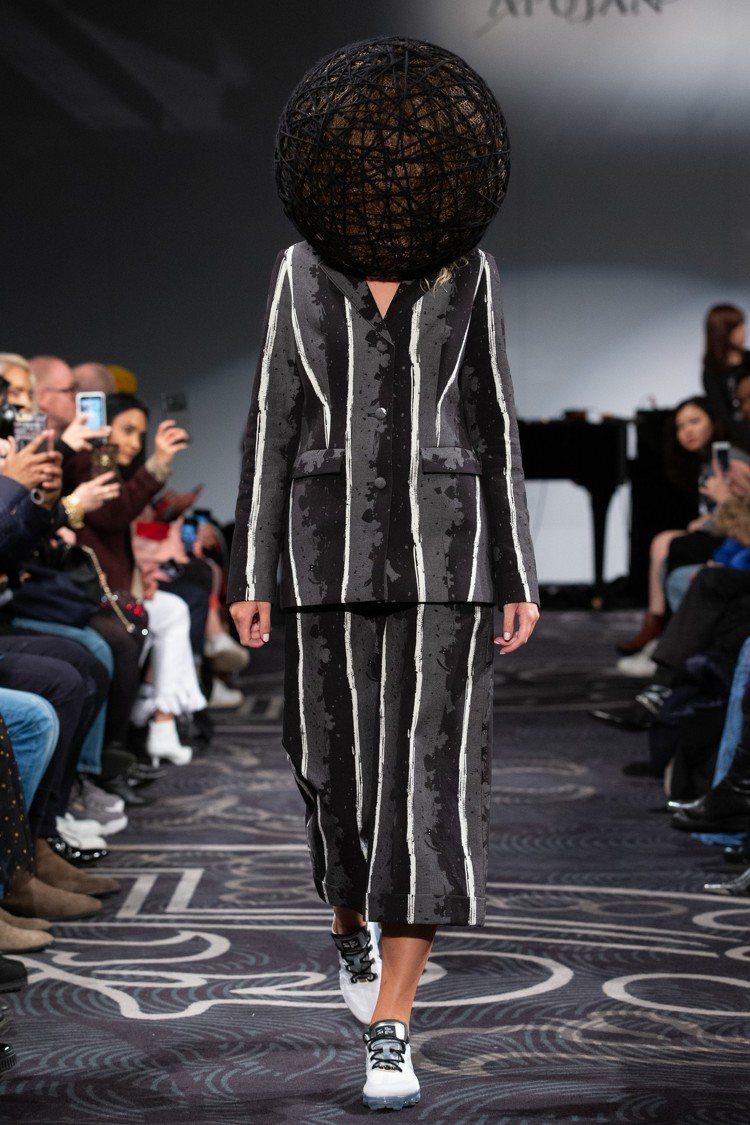 奇幻的針織帽飾為當季重點之一。圖/APUJAN提供