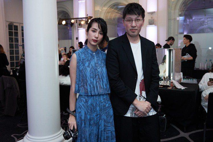 設計總監詹朴與温貞菱在倫敦發表會現場合影。圖/APUJAN提供