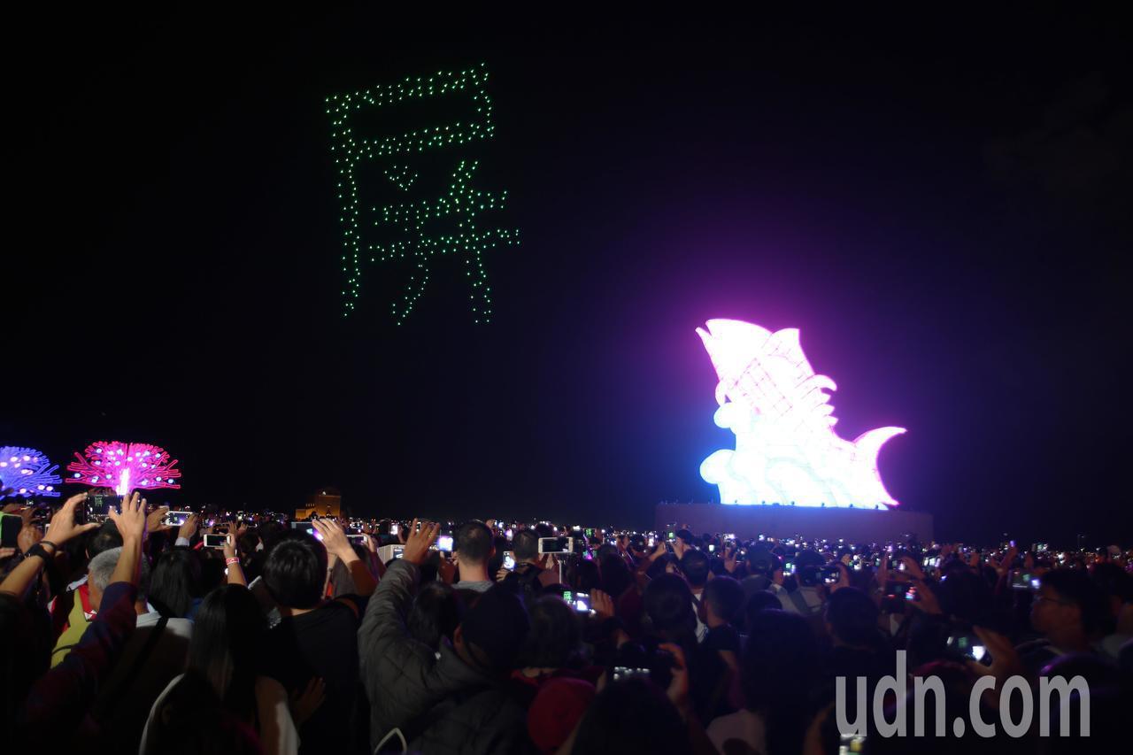 台灣燈會在屏東今天今晚正式開幕,這次屏東縣政府邀請國外知名的INTEL公司,用3...