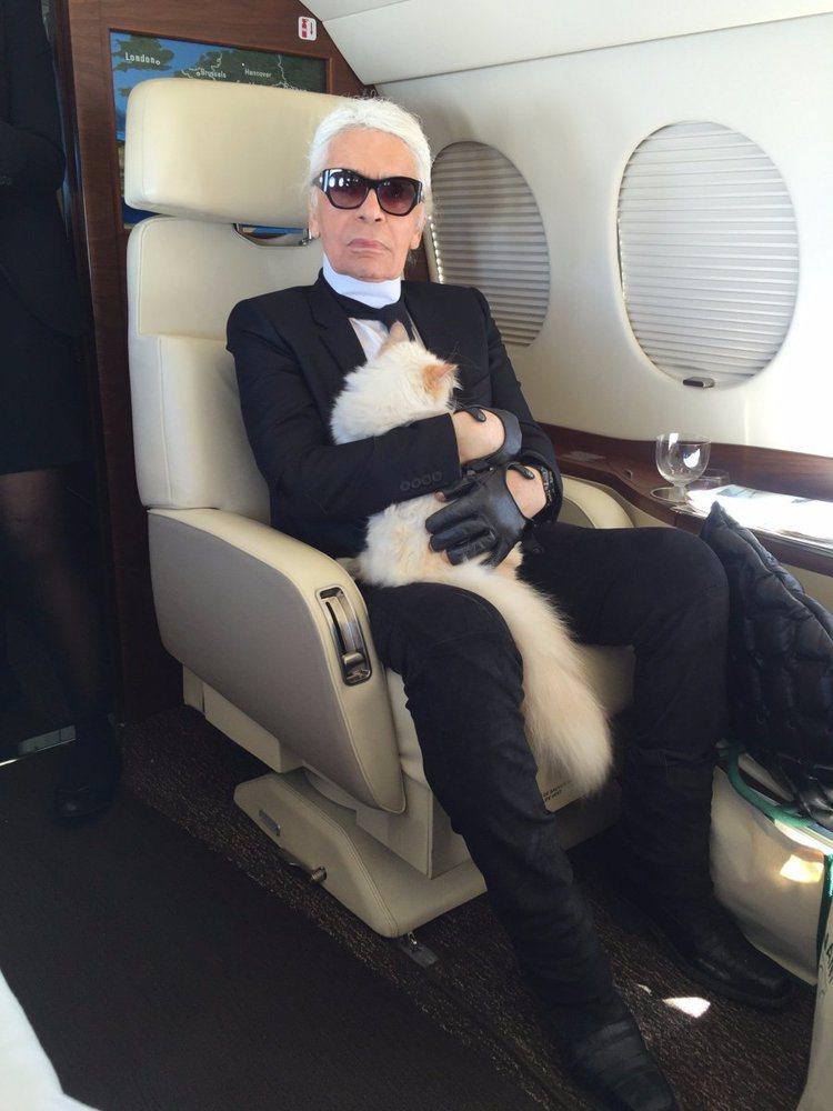 卡爾卡格斐和愛貓Choupette。圖/取自twitter