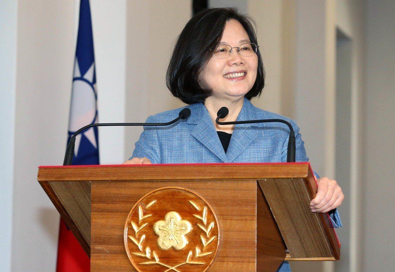 蔡英文總統上午在總統府進行迴廊談話。記者林俊良/攝影