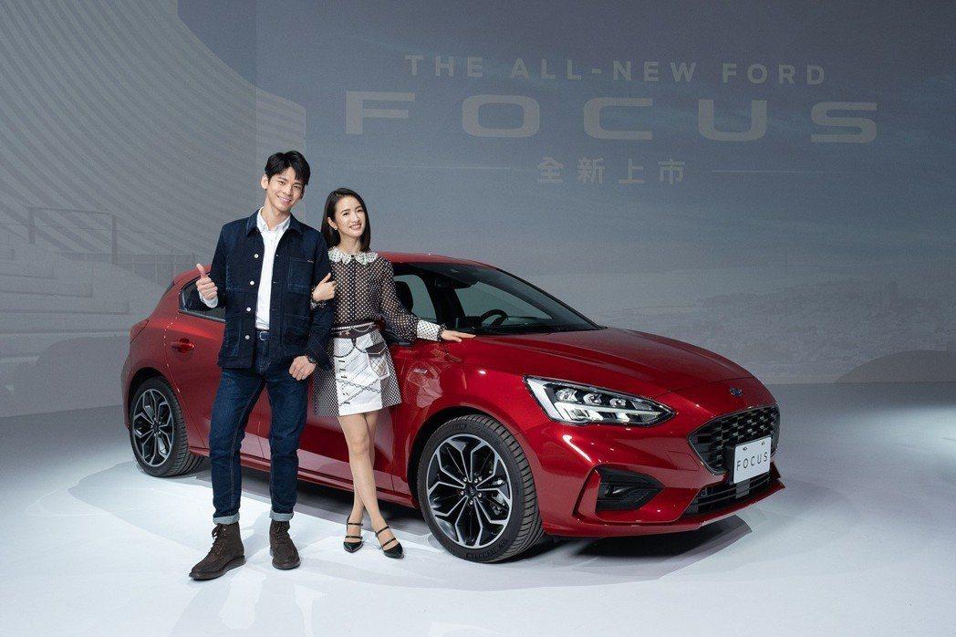 林依晨(右)、林柏宏為汽車品牌代言。圖/福特提供