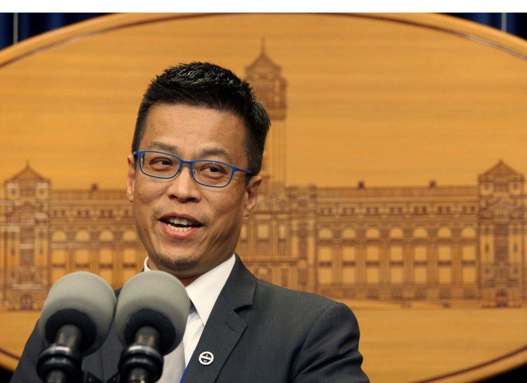總統府發言人黃重諺在臉書暗諷韓國瑜「土包子喝醉,只會變成喝醉的土包子。」圖/聯合...