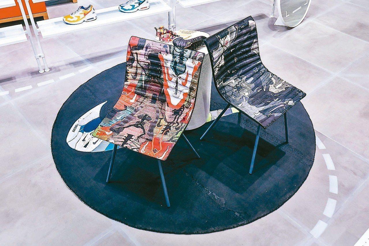 透過循環技術再製,藝人陳建州與運動員吳永盛的球鞋重生為試穿椅。 Nike/提供