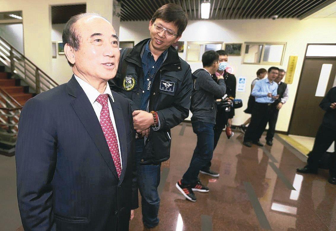 王金平上午被媒體詢問此議題時,僅說尊重並接受黨中央最後的決定。 記者胡經周/攝影