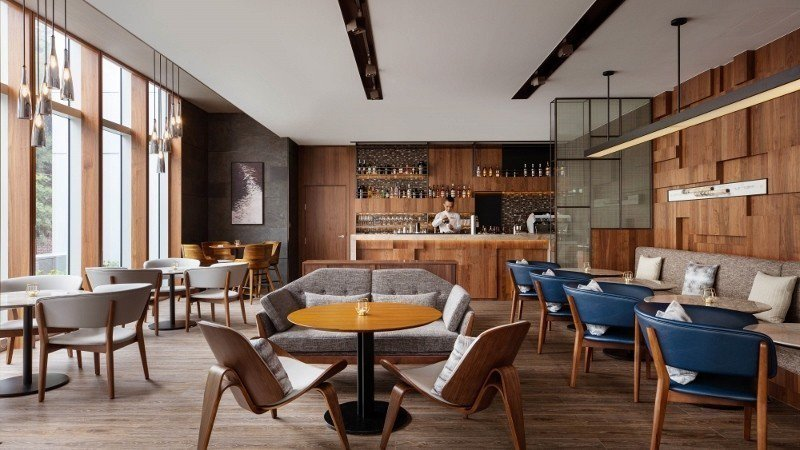 台北國泰萬怡酒店一樓大廳酒吧The Lounge,舒適且採光佳。 台北國泰萬怡酒...
