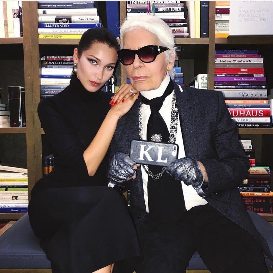 時尚圈超重量級設計師「老佛爺」卡爾拉格斐(Karl Lagerfeld)辭世,曾...