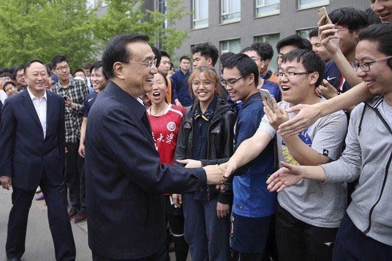 兩岸政治風氣不同,是準備赴中就讀的學生應有的心理準備。圖為中國國務院總理李克強到...