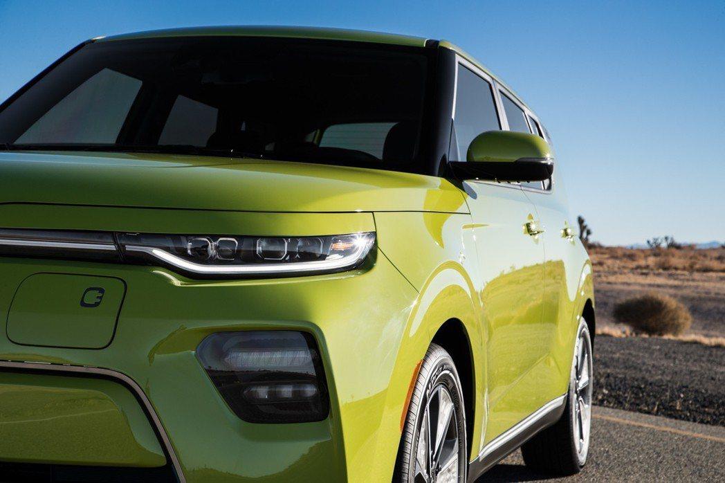 新世代Kia Soul EV在2018洛杉磯車展中發表大改款式樣。 摘自Kia