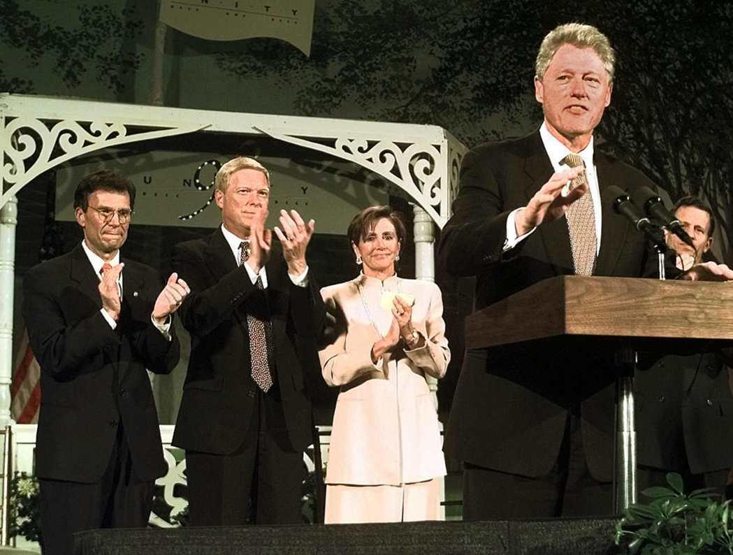 從幕後走到幕前,裴洛西的政治生涯,在1990年代發光發熱。 圖/路透社