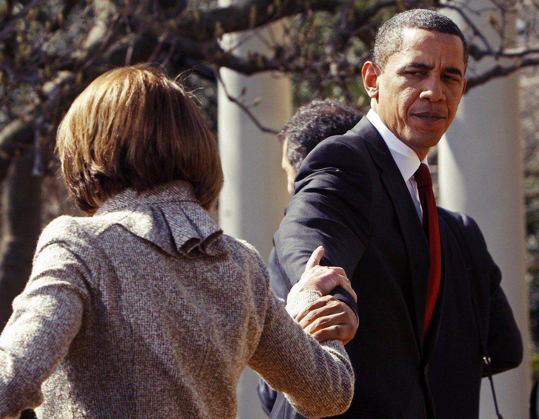 沒妳不行。2007年至2011年的議長任內,是裴洛西從政的黃金時代,催生歐巴馬健...