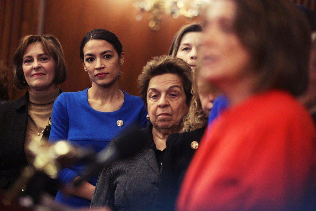 裴洛西訴求打破女性從政「天花板」,確實有其歷史脈絡,但今時今日是否仍具有號召力?...