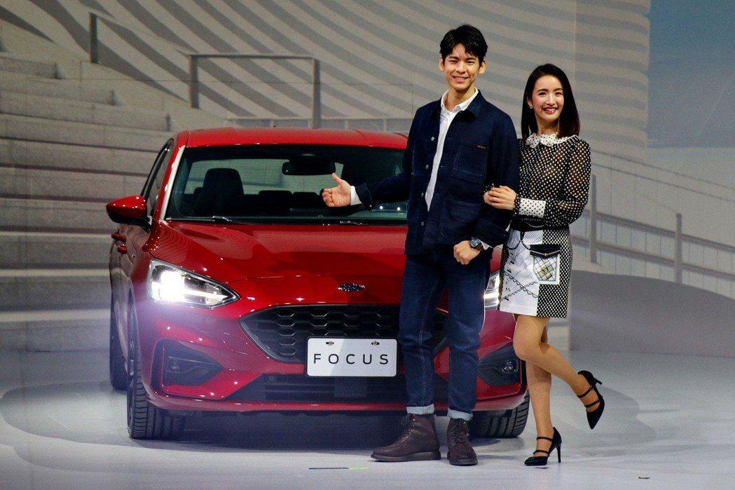 林依晨及林柏宏搭檔拍攝Focus廣告及微電影。 記者陳威任/攝影