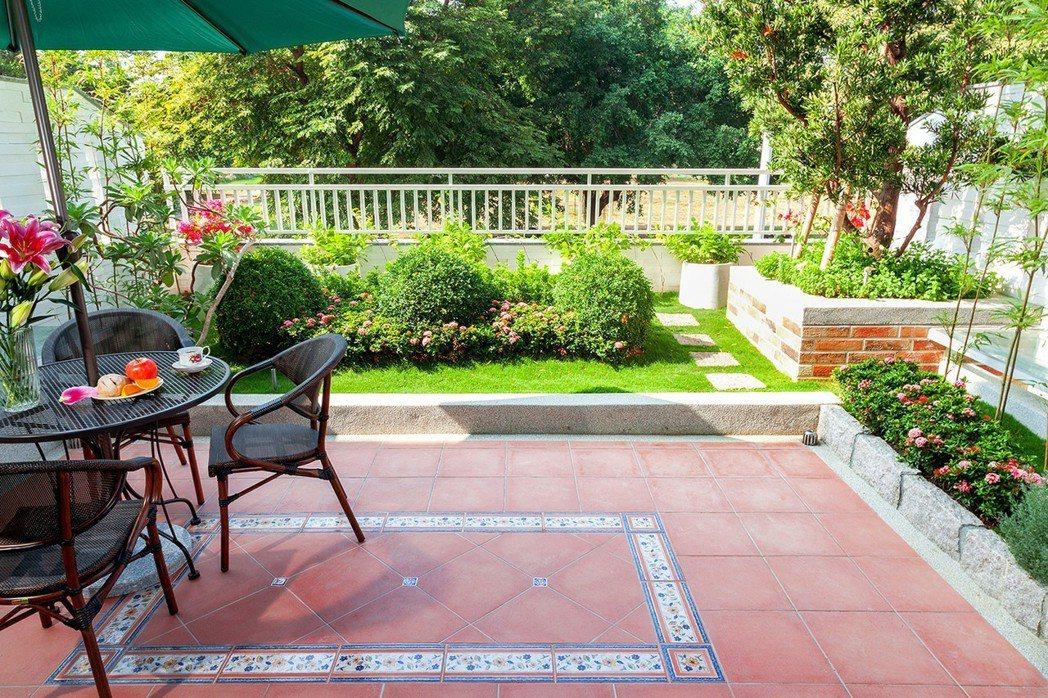 二樓景觀大露台設計。圖片提供/寶立建築