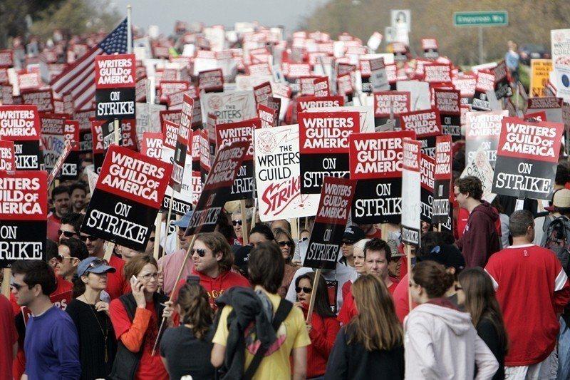 圖為2007年美國編劇工會罷工現場。 圖/美聯社