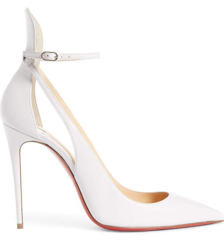 Tiffany選穿的Mascara白色尖頭鏤空高跟鞋。圖/Chrisitan L...
