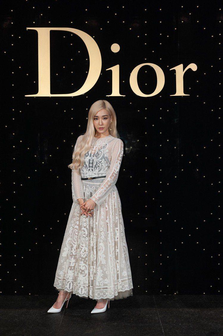 Tiffany以Dior 2019早春度假系列裙裝搭襯Christian Lou...