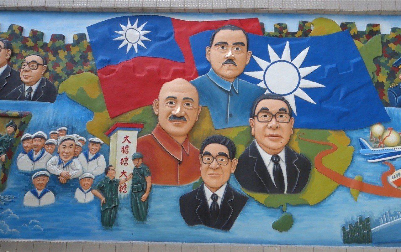 島上充滿政治色彩的壁畫。記者張芳瑜/攝影