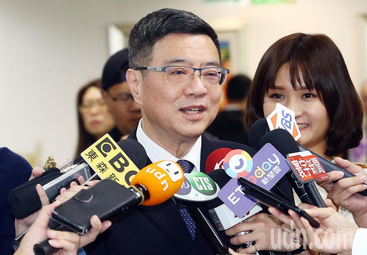 民進黨下午召開中常會,針對蔡總統明確表態競選連任,黨主席卓榮泰表示,全黨將會給予...