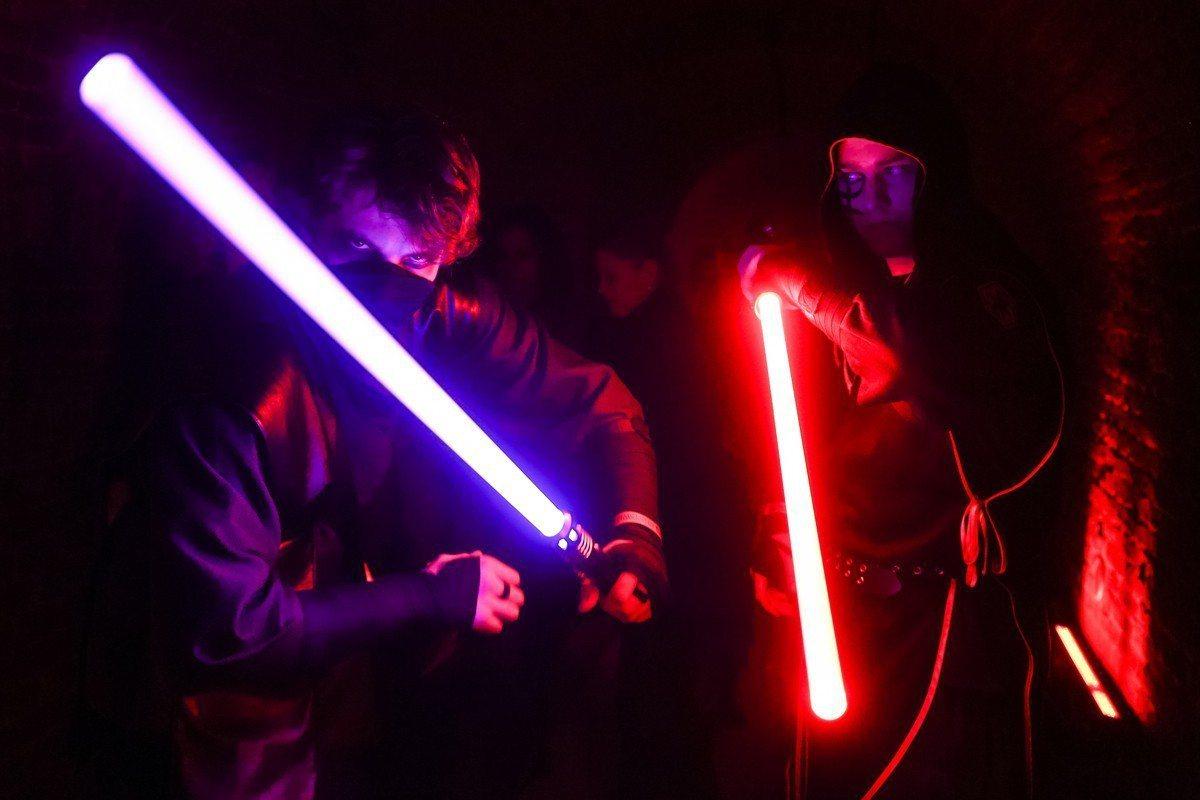 電影《星際大戰》的「光劍對決」(lightsaber duelling),不再只...