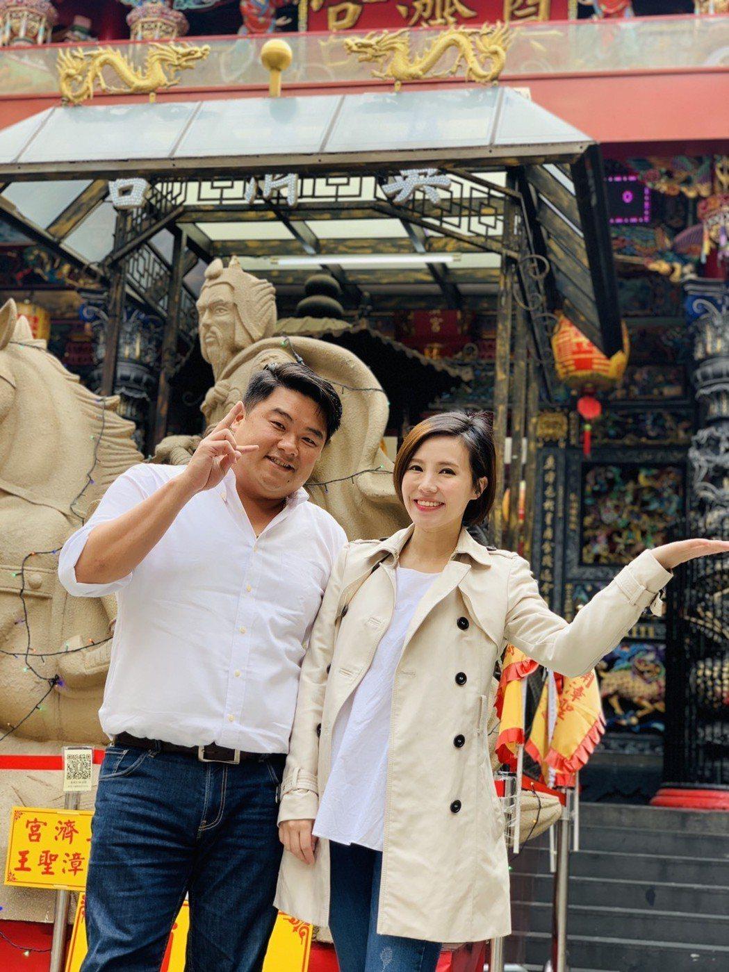 主播王偊菁(右)與知名網紅補教名師呂捷聯手主持的全新歷史行腳知識型節目「呂讀台灣