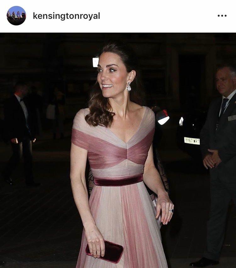 凱特王妃的藍寶石訂婚戒引領名人以彩色寶石取代鑽石定情的趨勢。圖/取自IG @ke...