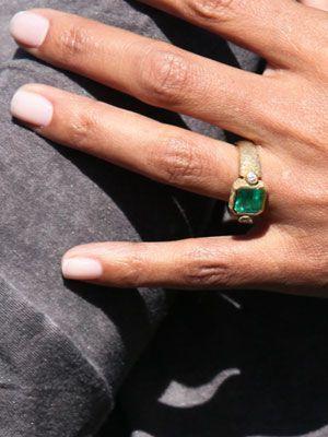 奧利維馬丁尼茲以客製化的祖母綠鑽戒取回好萊塢女星荷莉貝瑞。圖/摘自pintere...
