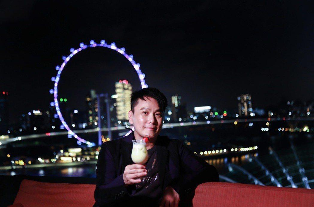 張信哲過年帶爸媽到新加坡來場孝親之旅。圖/潮水音樂提供