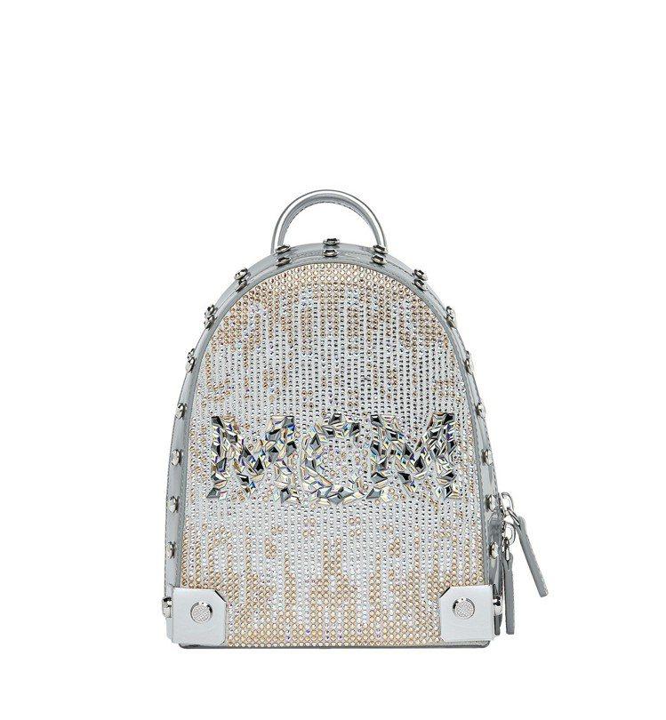 安那開箱MCM Stark銀色水晶後背包,售價11萬7,000元。圖/MCM提供