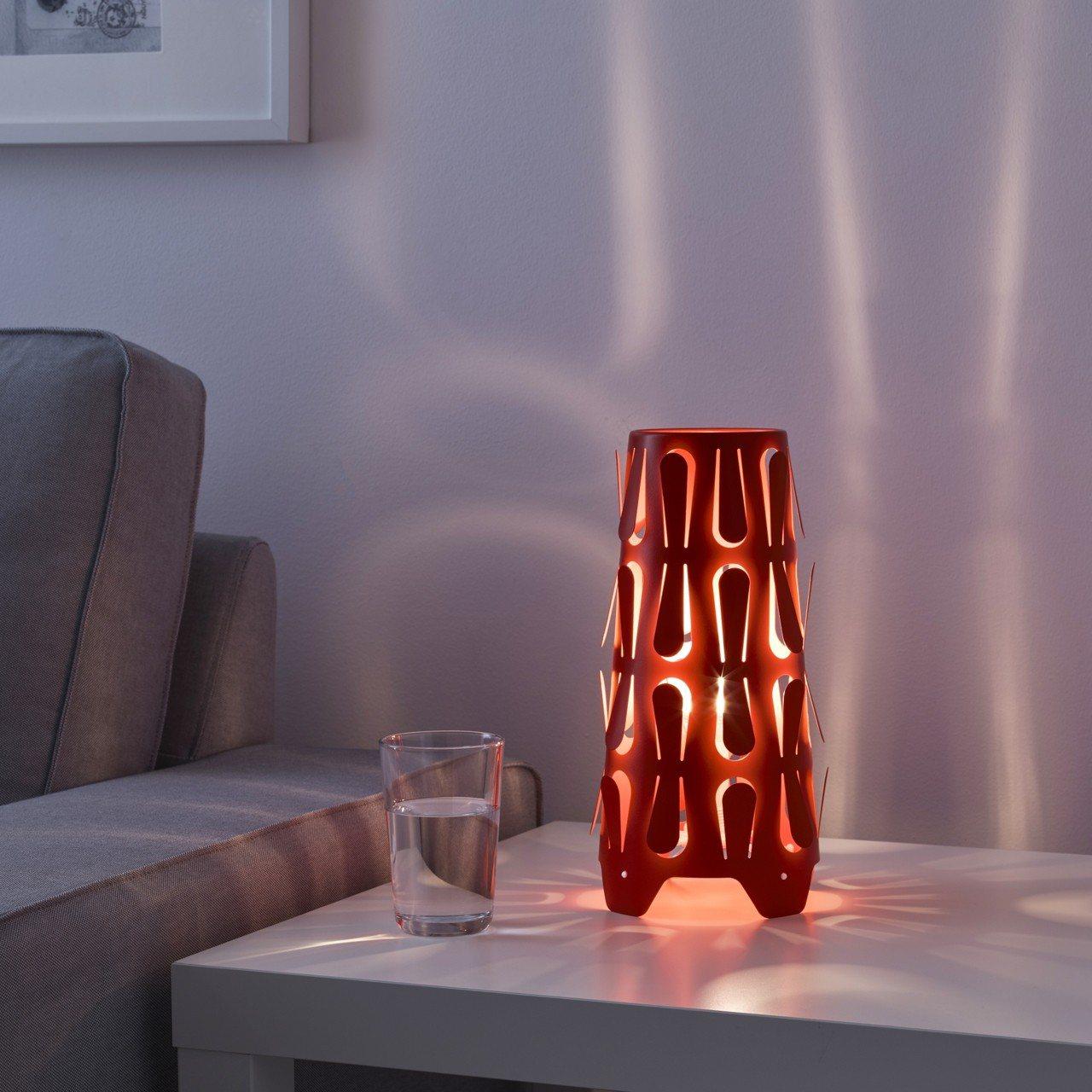 KAJUTA桌燈,原價329元、特價89元。圖/IKEA提供