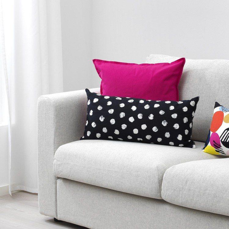 SKAGGORT靠枕,原價199元、特價129元。圖/IKEA提供