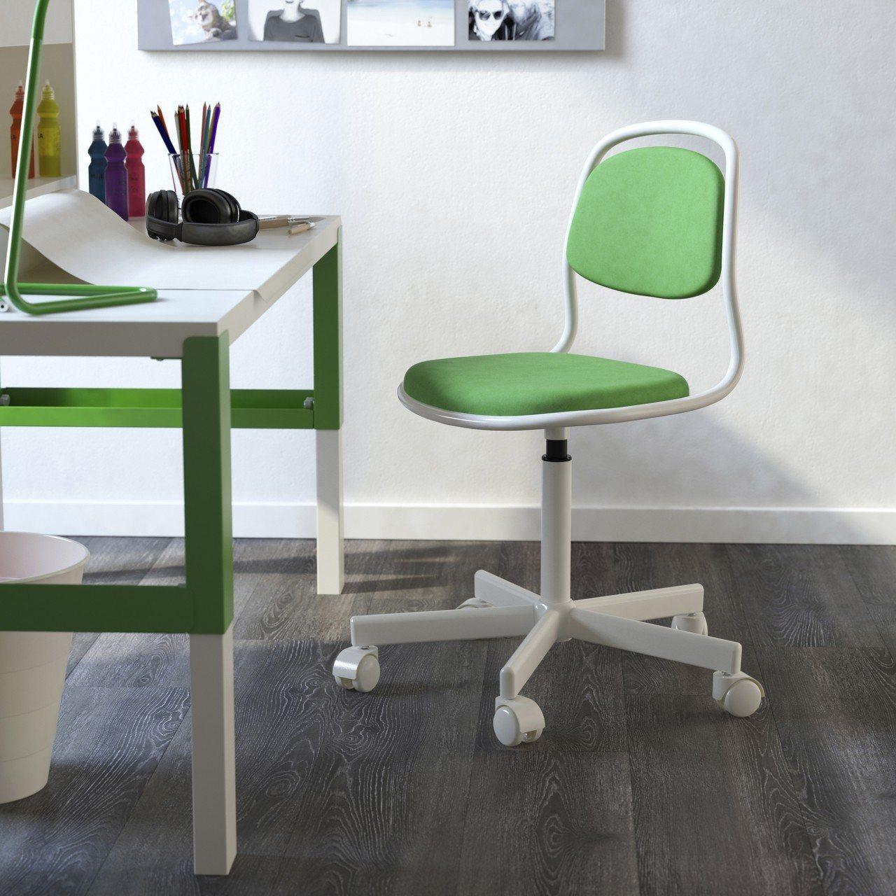 ORFJALL兒童書桌椅,原價1,299元、特價699元。圖/IKEA提供