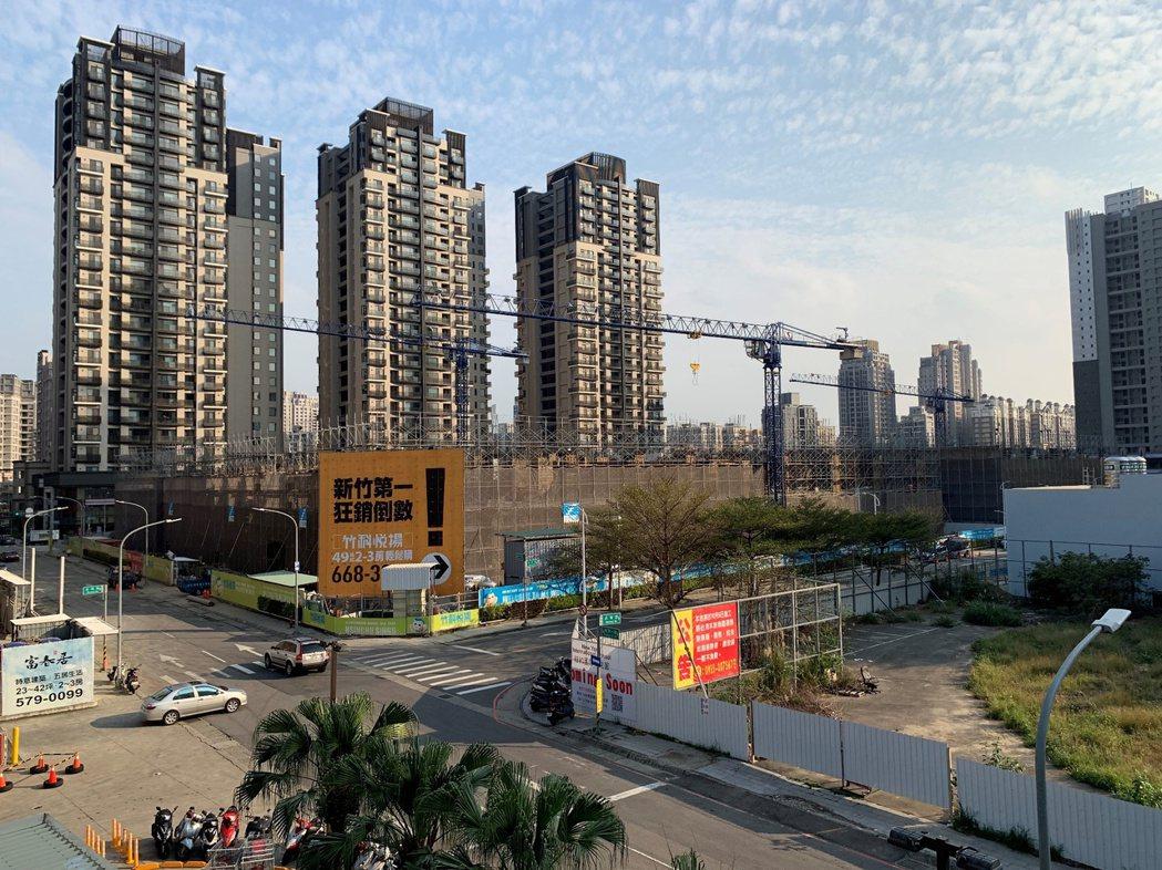 信義房屋指出,過去10年新竹與竹北變化不小,唯一不變的就是買方10年來大多都園區...