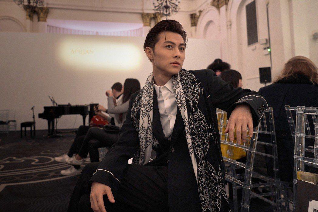邱勝翊在倫敦出席時裝周。圖/華研提供