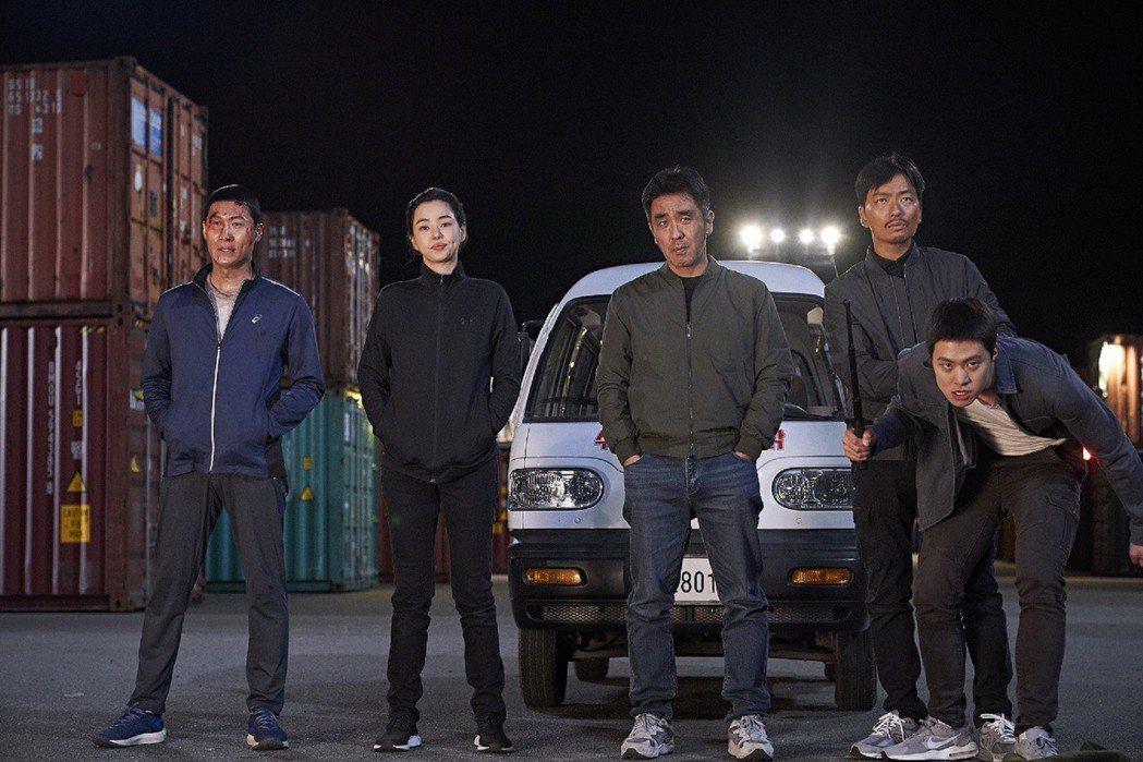 「雞不可失」韓國上映不到一個月創影史票房排行亞軍。圖/CATCHPLAY提供