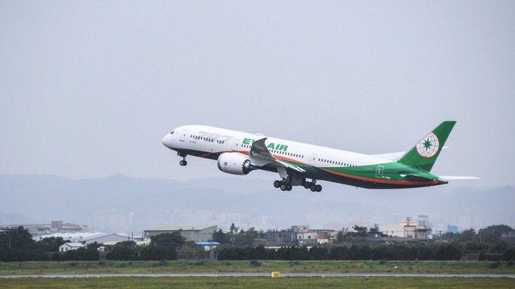 長榮航空推出桃園機場飛松山機場定期直飛航線。圖/本報系資料照
