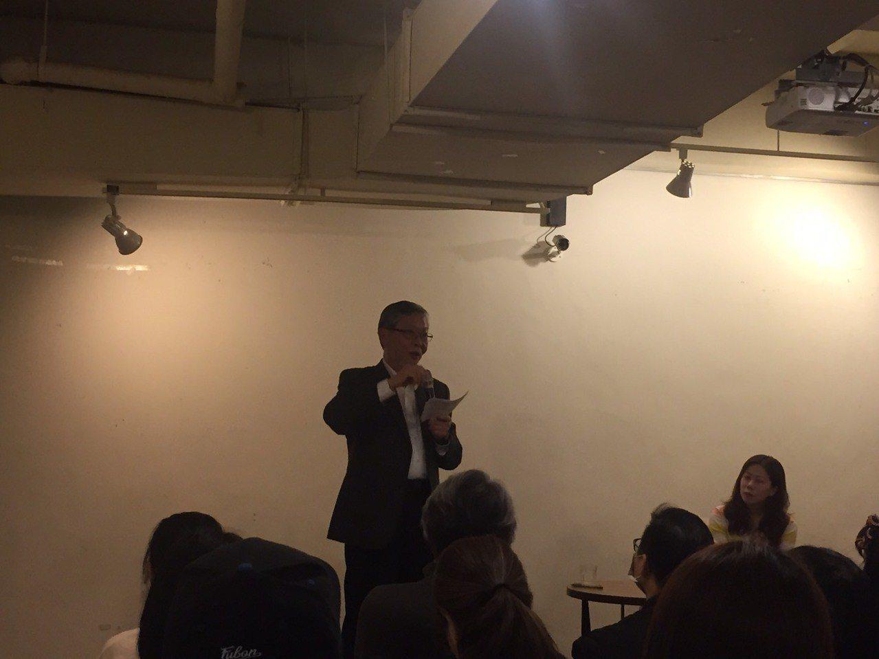 勞動部法規會委員、文化大學法律系教授邱駿彥強烈反對任何行業設罷工預告期,這對勞工...