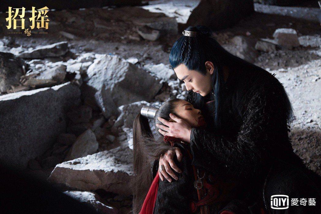 許凱(右)在「招搖」中寵妻無極限。圖/愛奇藝台灣站提供